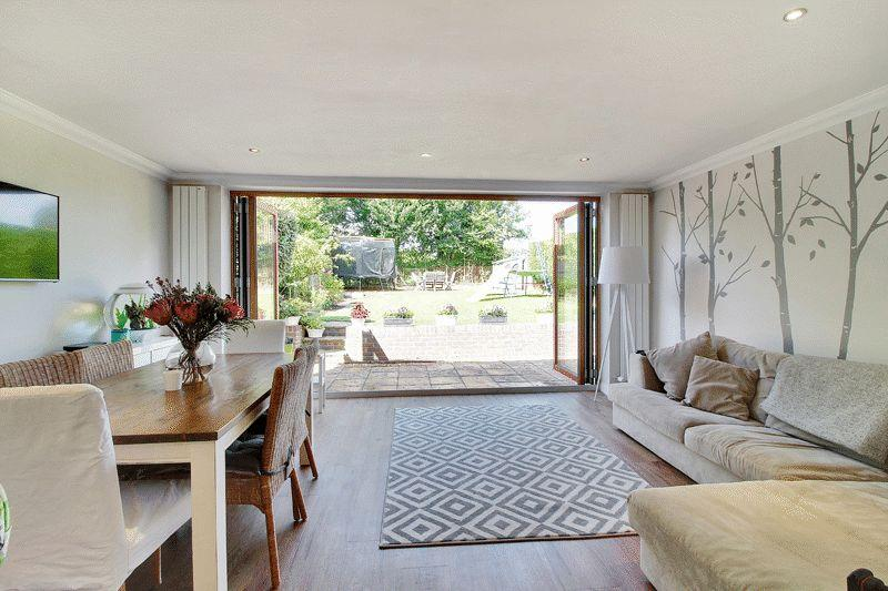 3 Bedrooms Detached House for sale in Brambling Road, Horsham