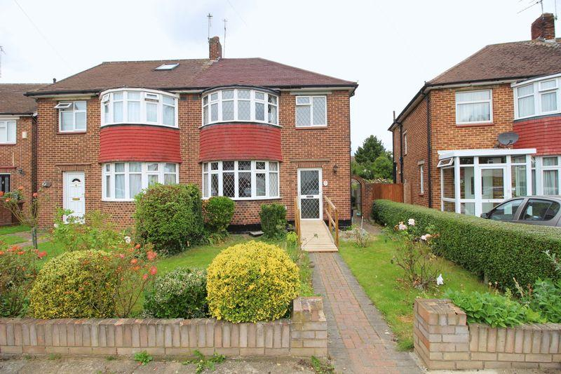 3 Bedrooms Semi Detached House for sale in Riverside Road, Sidcup, DA14 4PT