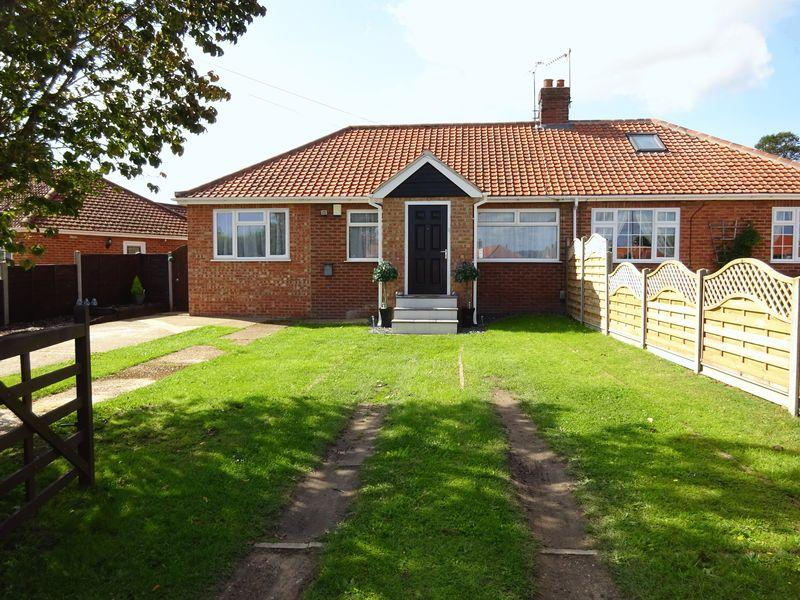 3 Bedrooms Semi Detached Bungalow for sale in Oval Road, New Costessey, Norwich