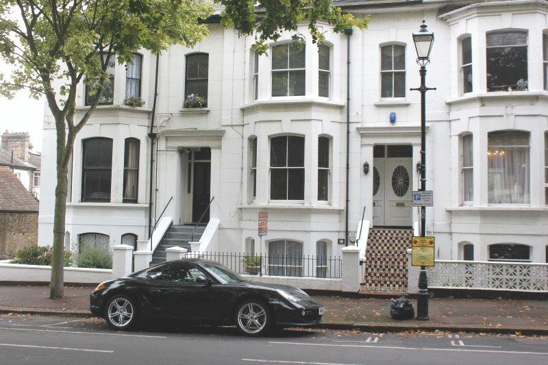 2 Bedrooms Ground Flat for sale in Alexandra Road, Southend-On-Sea
