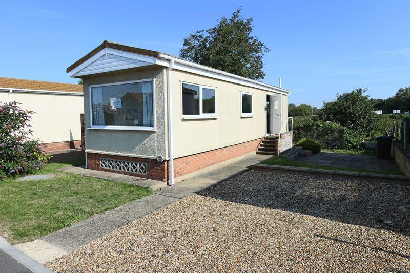 2 Bedrooms Mobile Home for sale in Lowestoft Road, Beccles