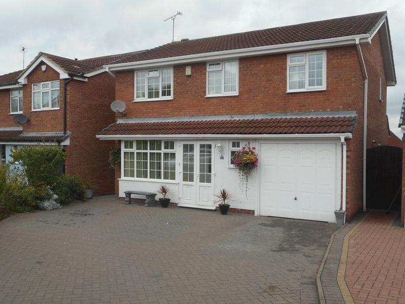 4 Bedrooms Detached House for sale in Gleneagles Close, Nuneaton