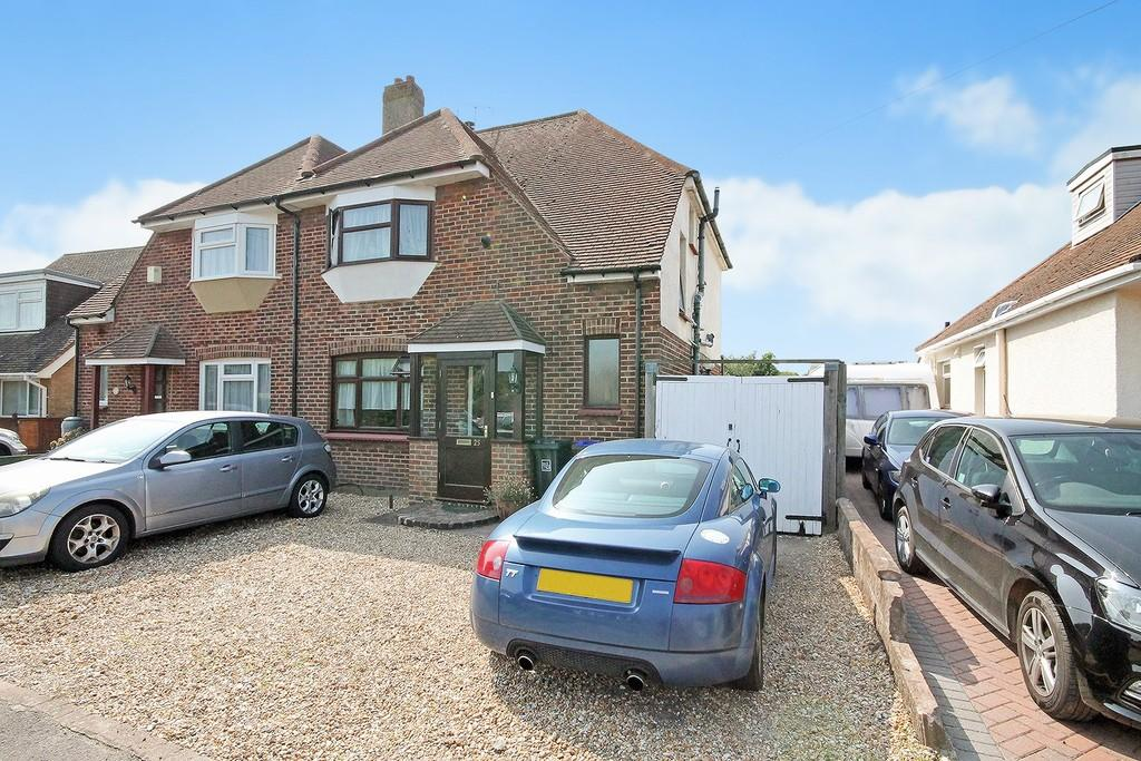 3 Bedrooms Semi Detached House for sale in Cokeham Road, Sompting, BN15