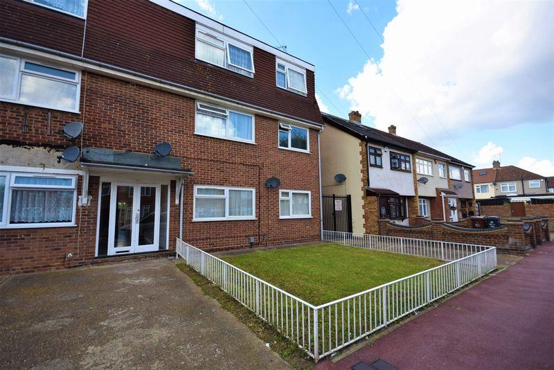 2 Bedrooms Apartment Flat for sale in Norton Road, Dagenham