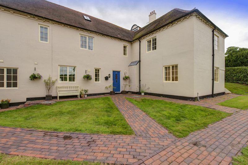 4 Bedrooms Terraced House for sale in ASTON HALL DRIVE, ASTON ON TRENT