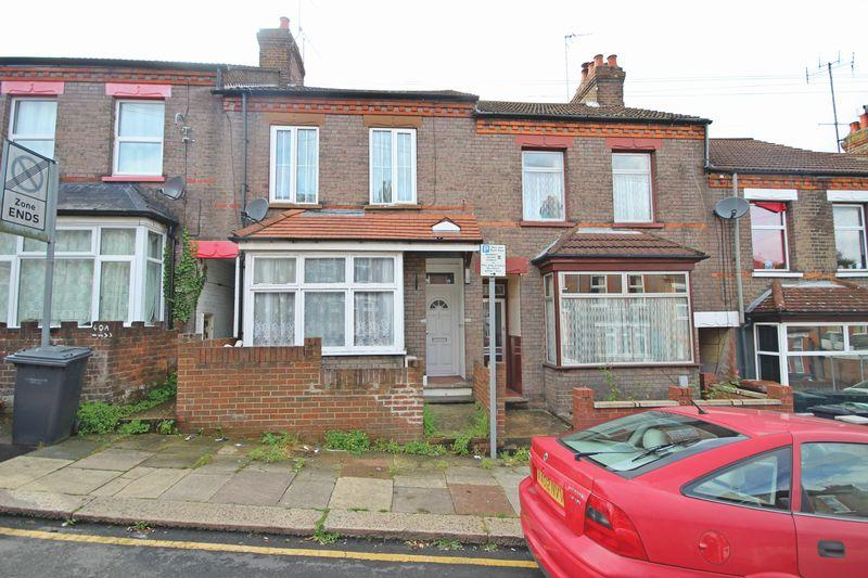 3 Bedrooms Terraced House for sale in Chiltern Rise, Luton