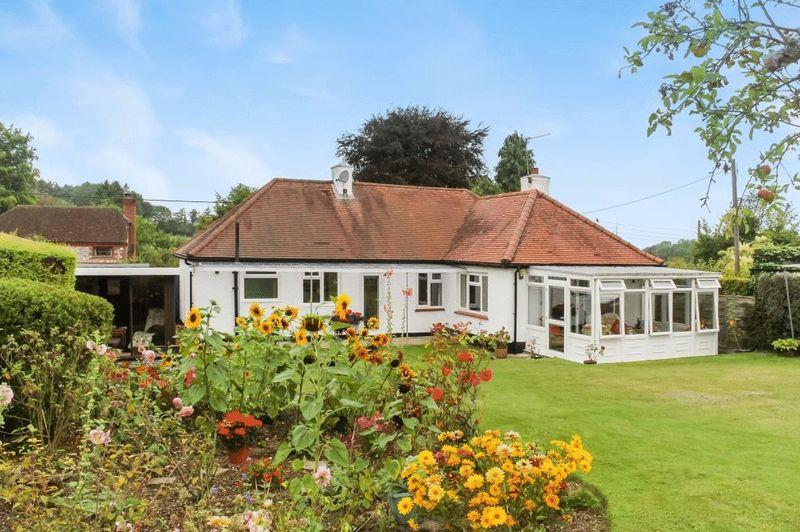 3 Bedrooms Detached Bungalow for sale in LITTLE BOOKHAM,
