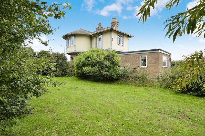 3 Bedrooms Detached House for sale in The Old Gate House, Sleaford Road, Tattershall