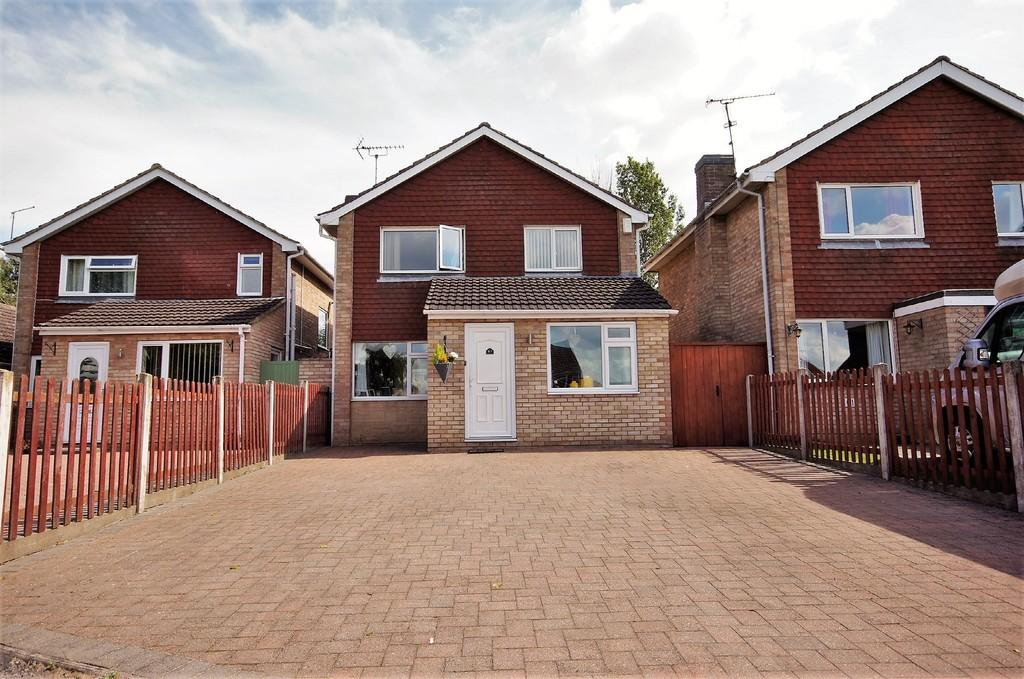 3 Bedrooms Detached House for sale in Broughton Gardens, Lincoln
