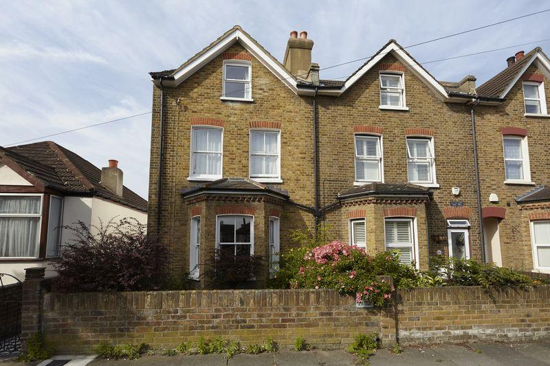 4 Bedrooms End Of Terrace House for sale in Merchland Road, New Eltham