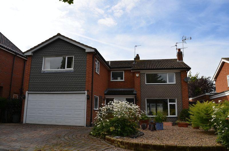 5 Bedrooms Detached House for sale in The Meadows, East Goscote