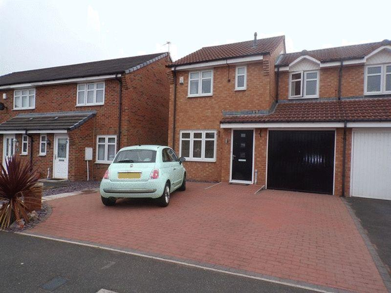 3 Bedrooms Semi Detached House for sale in Larch Grove, Blyth