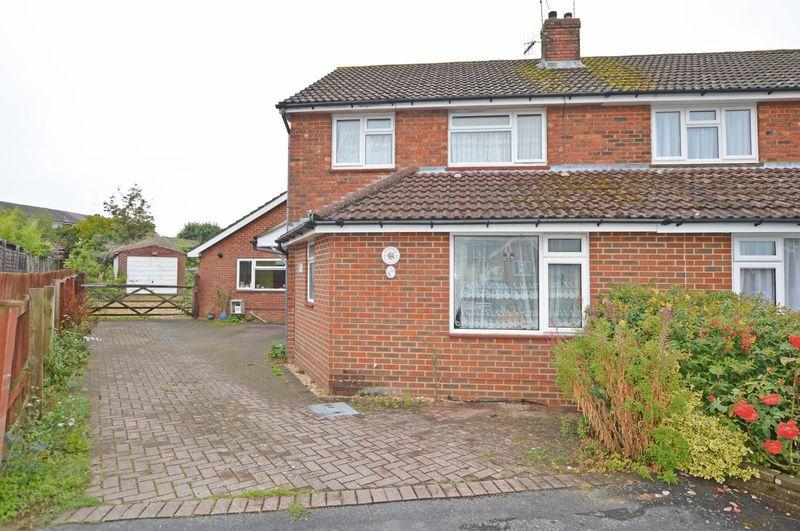 4 Bedrooms Semi Detached House for sale in Vyne Close, Alton, Hampshire