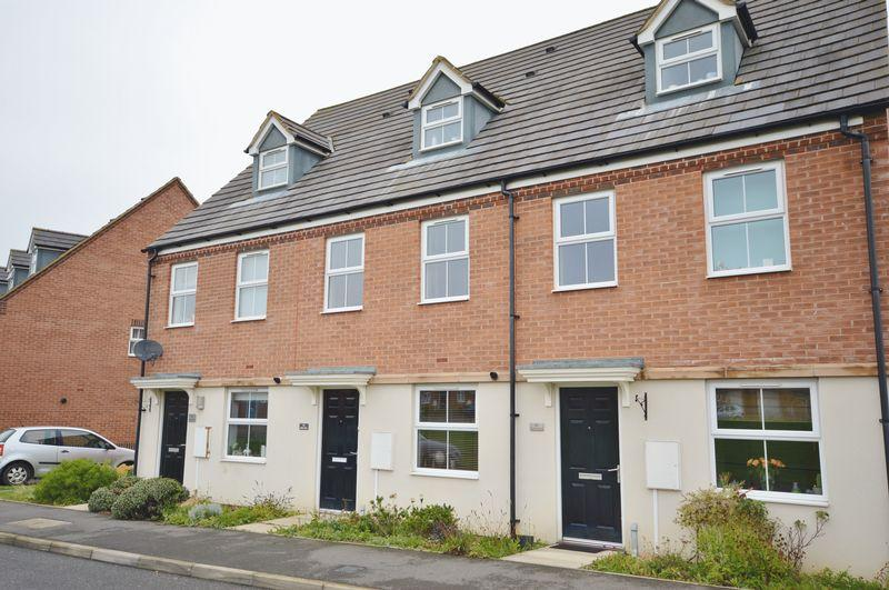 3 Bedrooms Town House for sale in Siskin Close, Oakley Vale, Corby