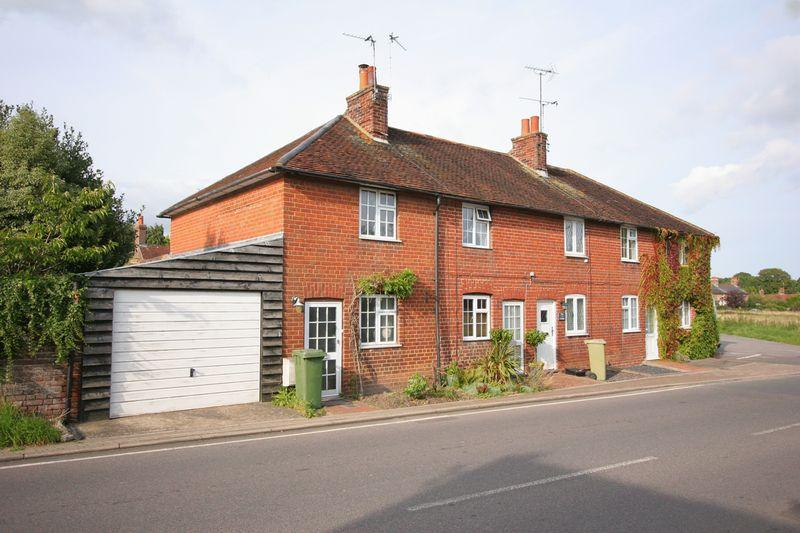 2 Bedrooms Terraced House for sale in ***Reduced*** Pretty Cottage, Henfield
