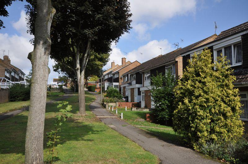 2 Bedrooms Semi Detached House for sale in Chequers Walk, Waltham Abbey