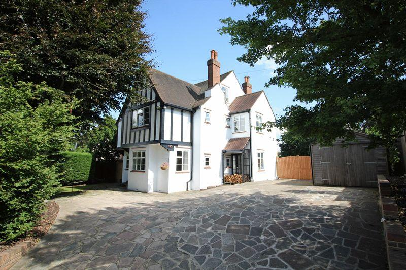 6 Bedrooms Detached House for sale in Riddlesdown Road, Purley, Surrey