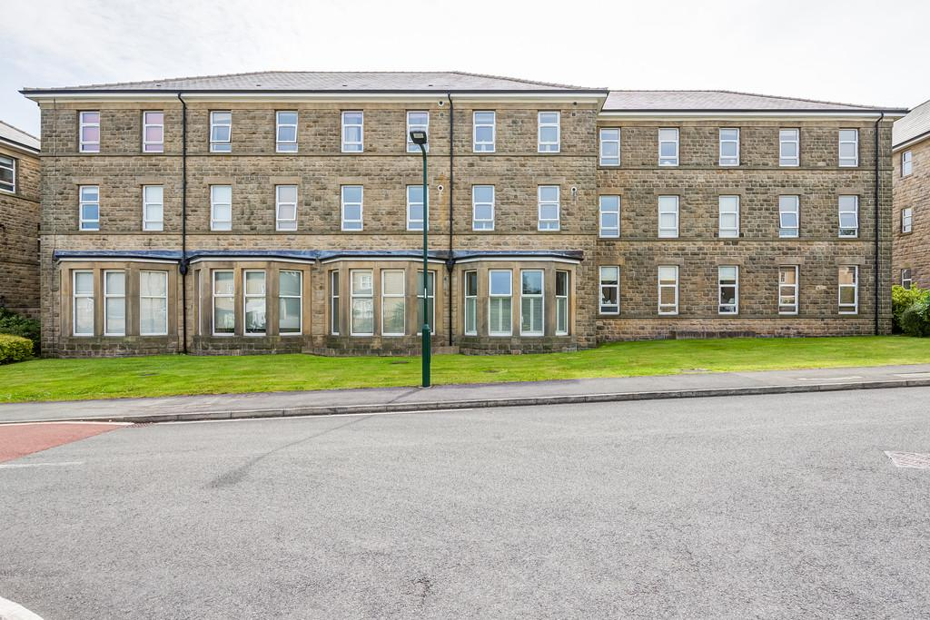 2 Bedrooms Flat for sale in Holyrood Avenue