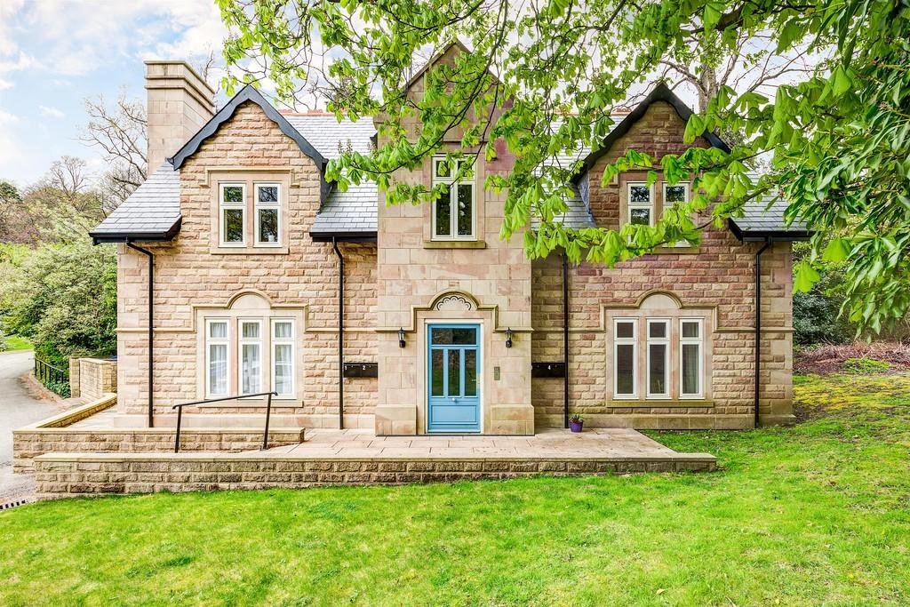 2 Bedrooms Flat for sale in 3, Kersal Lodge Manchester Road