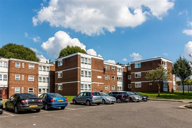 2 Bedrooms Flat for sale in Thornhill Gardens, Barking