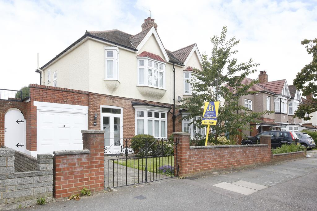 3 Bedrooms Semi Detached House for sale in Crantock Road, London