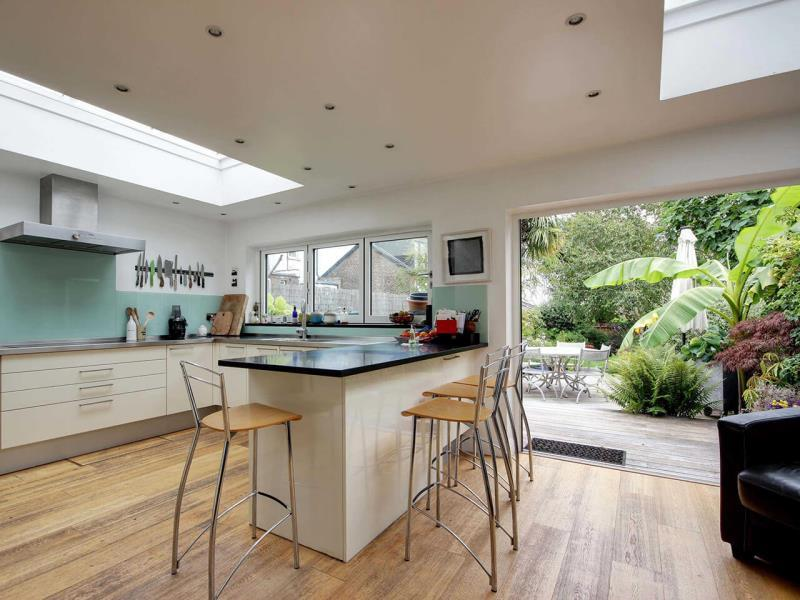4 Bedrooms Terraced House for sale in Tetherdown N10