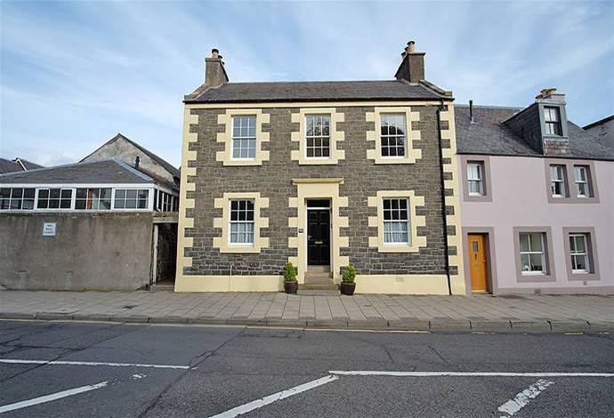 5 Bedrooms Semi Detached House for sale in 109 High Street, Selkirk, TD7 4JX
