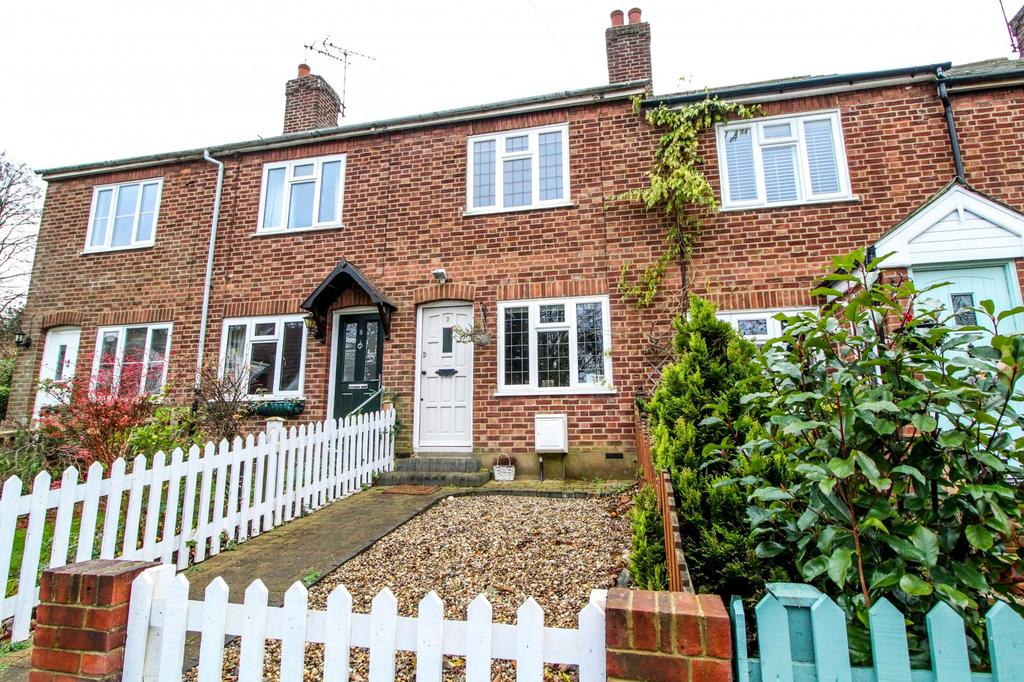 2 Bedrooms Cottage House for sale in Hills Chace, Warley, Brentwood, Essex, CM14