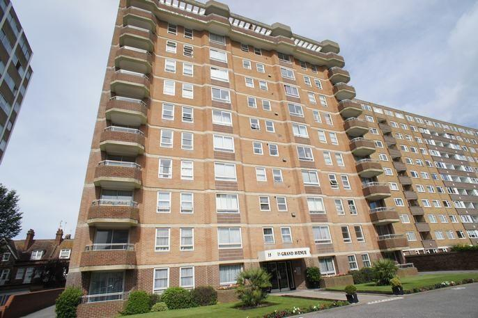 3 Bedrooms Flat for sale in Hove BN3