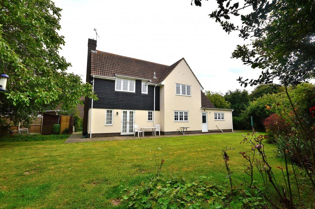 5 Bedrooms Detached House for sale in The Cobbins, Burnham-On-Crouch, Essex, CM0