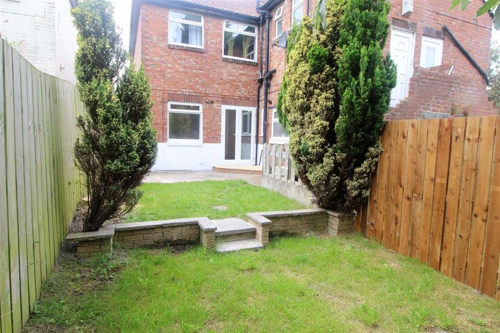 2 Bedrooms Flat for sale in Ravenburn Gardens, Denton Burn, Newcastle Upon Tyne