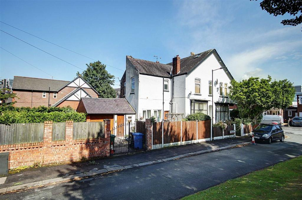 3 Bedrooms Semi Detached House for sale in Weldon Road, Altrincham, Cheshire