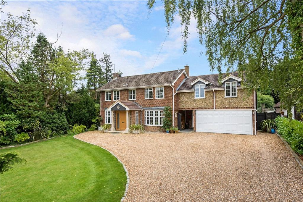 5 Bedrooms Detached House for sale in Farm Lane, East Horsley, Leatherhead, Surrey, KT24