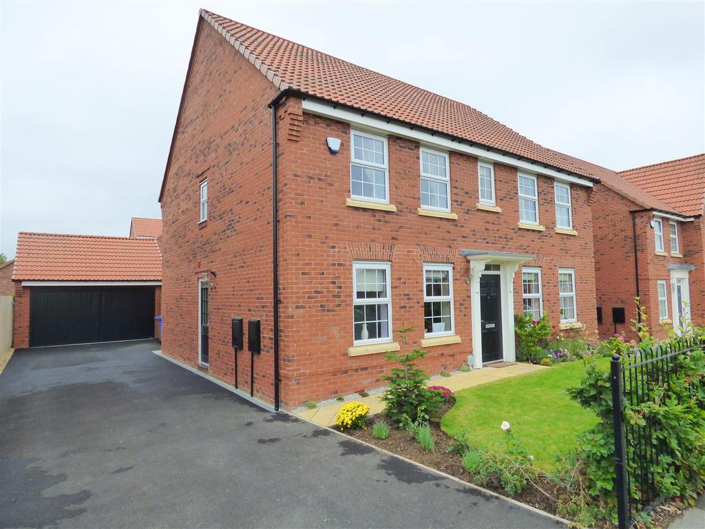 4 Bedrooms Detached House for sale in Woodhall Way, Beverley, East Yorkshire, HU17 7DA