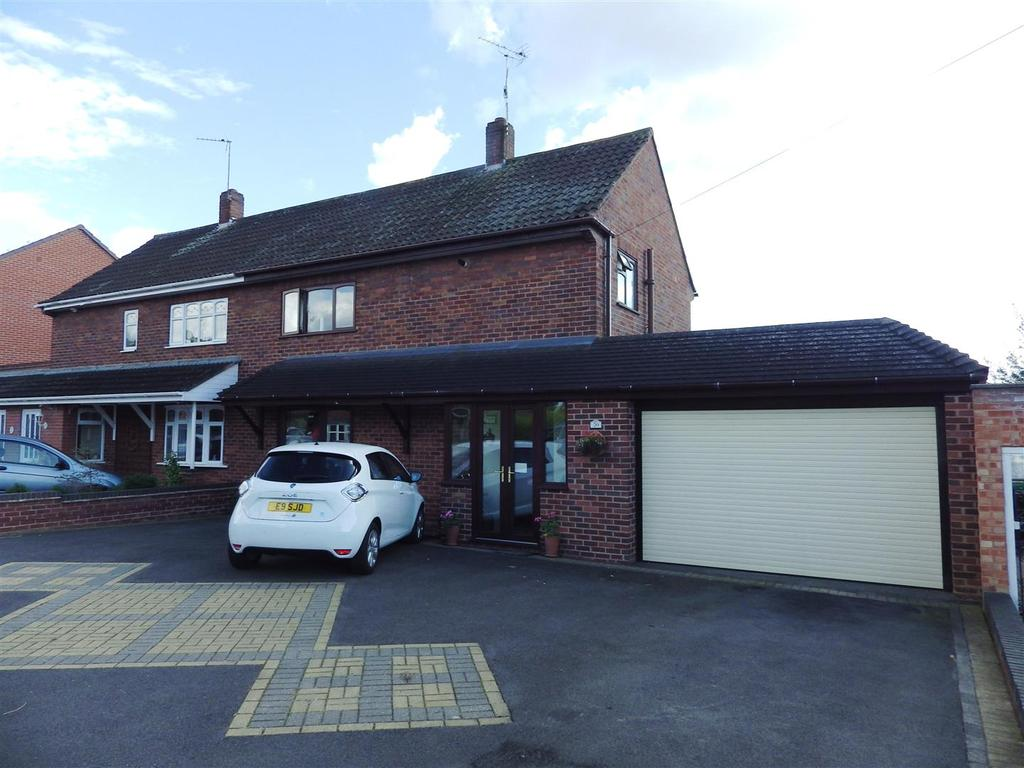 3 Bedrooms Semi Detached House for sale in Ashfield Grove, Halesowen