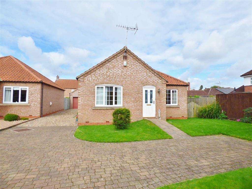 3 Bedrooms Detached Bungalow for sale in St Catherines Close, Stamford Bridge