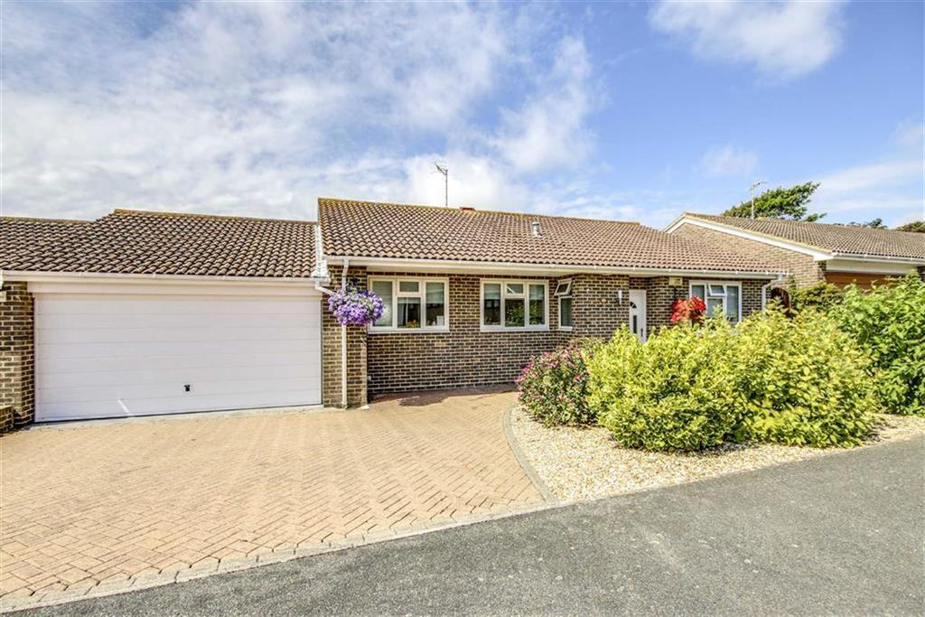 3 Bedrooms Detached Bungalow for sale in May Avenue, Seaford