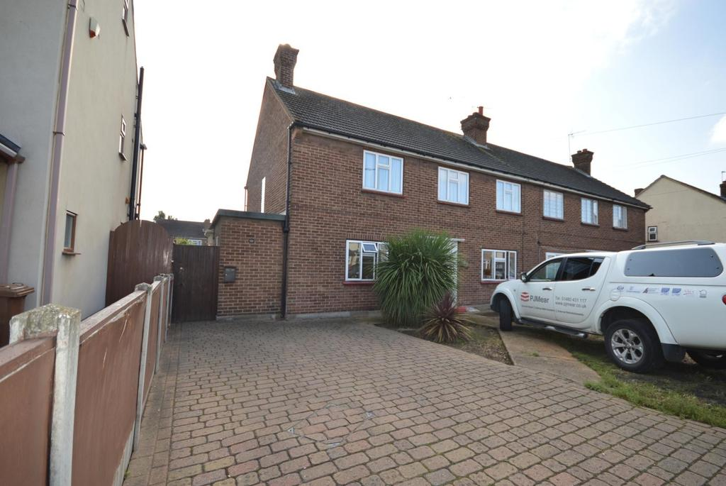 2 Bedrooms Maisonette Flat for sale in Cherry Tree Lane, Rainham, Essex, RM13