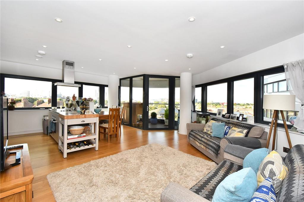 2 Bedrooms Flat for sale in Lambarde Square, London