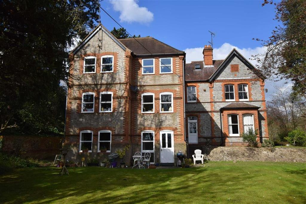 2 Bedrooms Apartment Flat for sale in Boundary Lane, Caversham, Reading