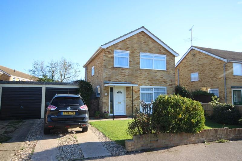 3 Bedrooms Detached House for sale in Ryde Avenue, Clacton-On-Sea