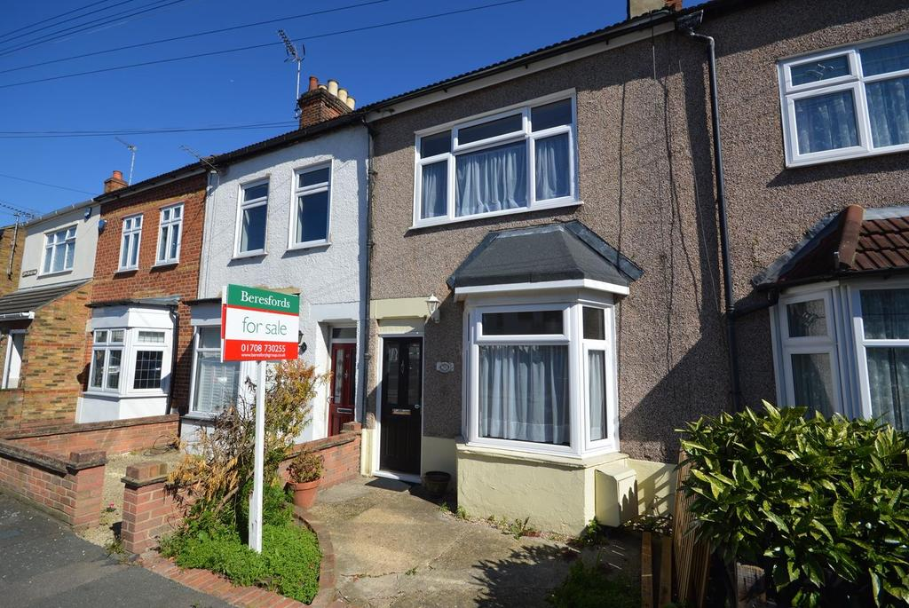 3 Bedrooms Terraced House for sale in Willow Street, Romford, RM7