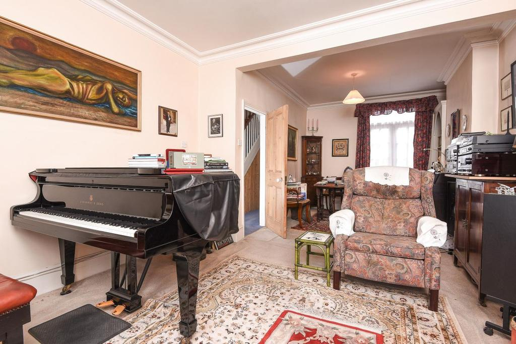 2 Bedrooms Semi Detached House for sale in Elm Park, Brixton