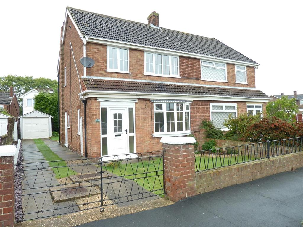 3 Bedrooms Semi Detached House for sale in Charles Avenue, New Waltham, Grimsby