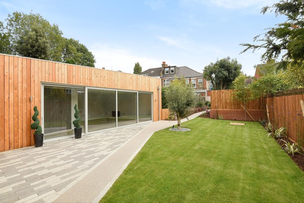 3 Bedrooms Detached House for sale in Queensthorpe Road Sydenham SE26