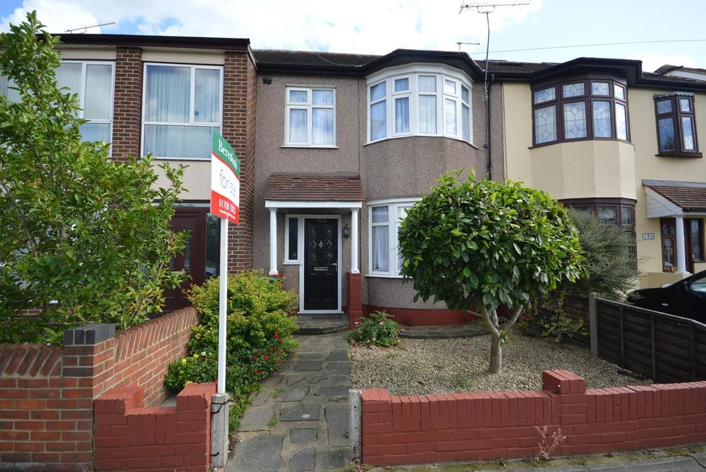 3 Bedrooms Terraced House for sale in Cedar Road, Romford, RM7