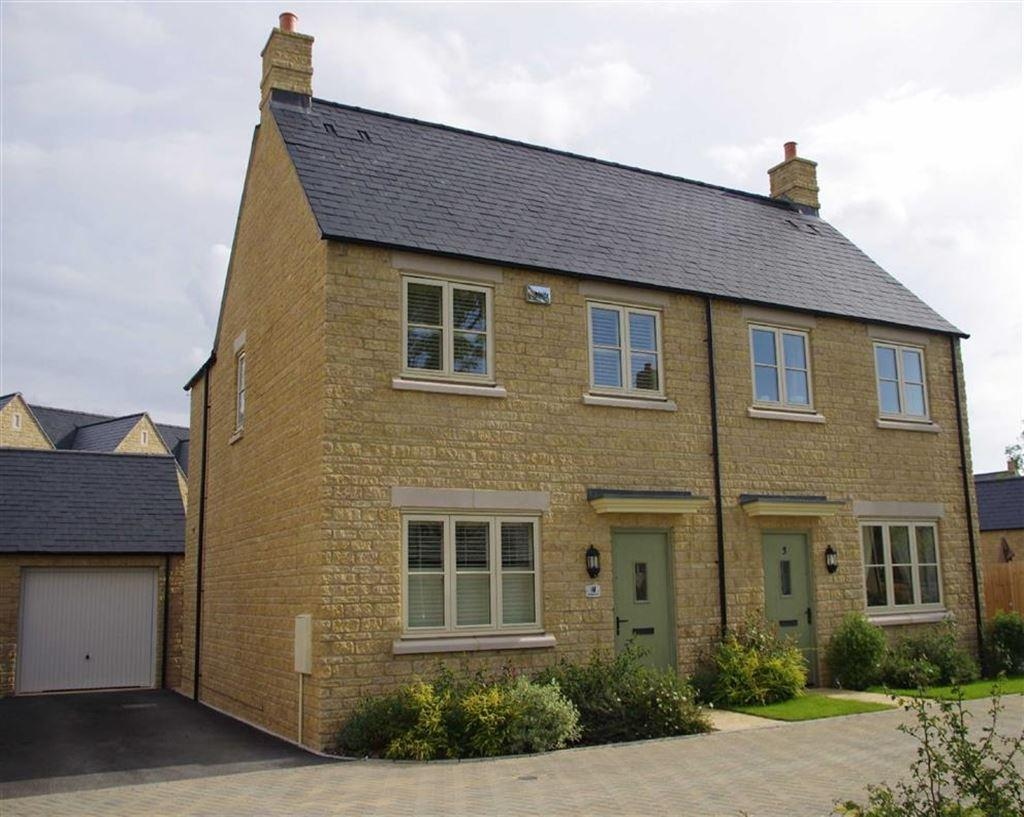 3 Bedrooms Semi Detached House for sale in Woodpecker Close, Bourton-on-the-Water, Gloucestershire