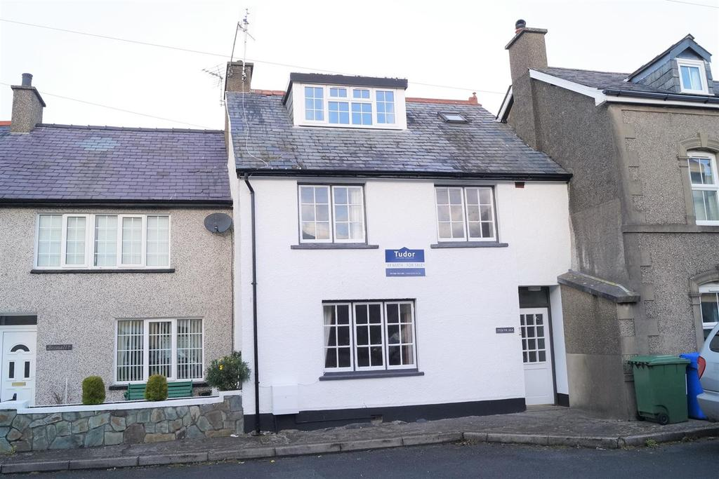 4 Bedrooms Terraced House for sale in 7 Castle Square, Criccieth