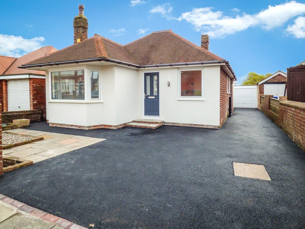 2 Bedrooms Detached Bungalow for sale in Warbreck Drive, Bispham, Blackpool