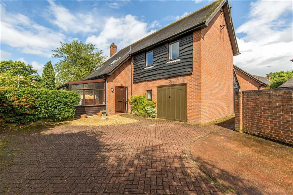 4 Bedrooms House for sale in St Marys Close, Oxted, Surrey